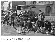 Photograph of World War Two New Zealand Soldiers clearing a truck. Редакционное фото, агентство World History Archive / Фотобанк Лори