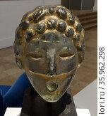 Gold painted glass wall fountain mask by Henri Edouard Navarre. Редакционное фото, агентство World History Archive / Фотобанк Лори
