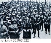 The Almansa regiment enters Tarragon during the Spanish civil war. Редакционное фото, агентство World History Archive / Фотобанк Лори