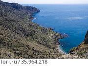 Вид с вершины на обращенную к морю сторону мыса Меганом. Крым, солнечный день в апреле. Стоковое фото, фотограф Сергей Рыбин / Фотобанк Лори
