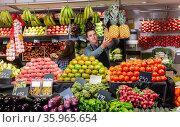 vendor offering fresh fruits and vegetables. Стоковое фото, фотограф Яков Филимонов / Фотобанк Лори
