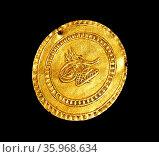 Gold Ottoman coin, Constantinople (Istanbul, Turkey), 1757. Редакционное фото, агентство World History Archive / Фотобанк Лори