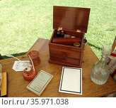 18th century British army officers travelling writing desk with Quill pen. Редакционное фото, агентство World History Archive / Фотобанк Лори