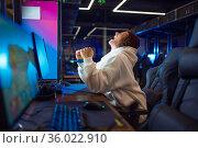 Young gamer won the tournament, gaming club. Стоковое фото, фотограф Tryapitsyn Sergiy / Фотобанк Лори