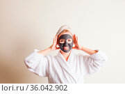 Woman relaxing with black spa mask for face at cosmetology salon. Стоковое фото, фотограф Zoonar.com/Oksana Shufrych / easy Fotostock / Фотобанк Лори