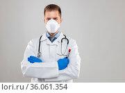 Health worker wearing a respiratory mask, holding the Coronavirus... Стоковое фото, фотограф Zoonar.com/Tomas Anderson / easy Fotostock / Фотобанк Лори