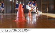 Diverse male basketball team wearing blue sportswear practice dribbling ball. Стоковое видео, агентство Wavebreak Media / Фотобанк Лори