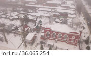 Aerial view of Cathedral of the Archangel Michael and residental quarters in winter in the city of Balashov, Russia. Стоковое видео, видеограф Яков Филимонов / Фотобанк Лори