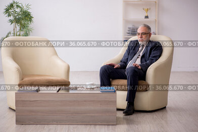 Old businessman employee waiting for business meeting