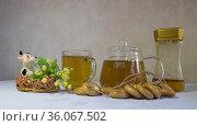 Липовый чай с сушками и медом. Редакционное фото, фотограф Евгений Будюкин / Фотобанк Лори