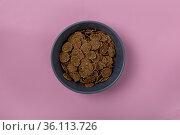Minimalism. Healthy breakfast. Gray bowl of cornflakes on a pink background... Стоковое фото, фотограф Zoonar.com/GANNA MARTYSHEVA / easy Fotostock / Фотобанк Лори