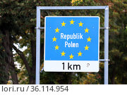 """""""Kuestrin, Germany, sign of the European Union at the state border to the Republic of Poland"""" Редакционное фото, агентство Caro Photoagency / Фотобанк Лори"""