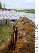"""Construction site laying fibre optic cables, broadband expansion, Rheinbach, Rhein-Sieg-Kreis, North Rhine-Westphalia, Germany"" Редакционное фото, агентство Caro Photoagency / Фотобанк Лори"