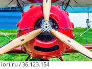 Propeller and nose of red vintage Murphy Renegade bi-plane at Delta... Стоковое фото, фотограф Zoonar.com/Suzanne Goodwin / easy Fotostock / Фотобанк Лори