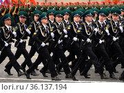 Курсанты Московского пограничного института ФСБ России участвуют в параде на Красной площади в честь Дня Победы. Редакционное фото, фотограф Free Wind / Фотобанк Лори
