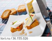 Close up image of canape with blue cheese. Стоковое фото, фотограф Яков Филимонов / Фотобанк Лори