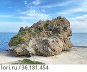 Скала, похожая на ёжика. Керчь, Крым. Стоковое фото, фотограф Мария Кылосова / Фотобанк Лори