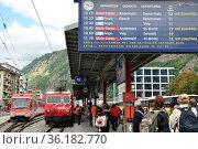 Der Glacier Express fährt von Zermatt quer durch die Alpen via Brig... (2010 год). Редакционное фото, фотограф Gerd Michael Müller / age Fotostock / Фотобанк Лори