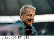 Trainer Jürgen Klinsmann (Hertha Berlin), 1. BL: 19-20: 15. Sptg. ... Стоковое фото, фотограф Zoonar.com/Joachim Hahne / age Fotostock / Фотобанк Лори