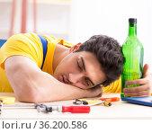 Drunk engineer working in the workshop. Стоковое фото, фотограф Elnur / Фотобанк Лори