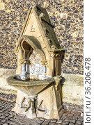 Drinking Fountain Outside St Laurence's, Church Reading Berkshire UK. Стоковое фото, фотограф Zoonar.com/Graham Mulrooney / age Fotostock / Фотобанк Лори
