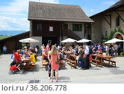 'Caves ouvertes' annual event when vineyards and cellars are open... (2015 год). Редакционное фото, фотограф Danuta Hyniewska / age Fotostock / Фотобанк Лори