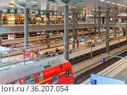 BERLIN, GERMANY - JULY 22: Unknown commuters traveling by train at... Стоковое фото, фотограф Zoonar.com/Tromp Willem van Urk / age Fotostock / Фотобанк Лори