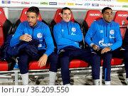 In Freiburg auf der Reservebank: Sebastian Rudy (Schalke 04 - Bildmitte... Стоковое фото, фотограф Zoonar.com/Joachim Hahne / age Fotostock / Фотобанк Лори