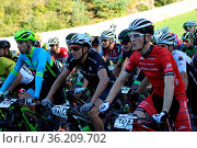 Auf die Plaetze, fertig los: Start zum Mountainbike MTB-Bundesliga... Стоковое фото, фотограф Zoonar.com/Joachim Hahne / age Fotostock / Фотобанк Лори