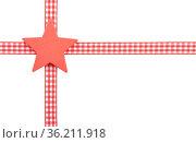 Sterne mit kariertem Band auf weißem Hintergrund - Stars with checked... Стоковое фото, фотограф Zoonar.com/lantapix / easy Fotostock / Фотобанк Лори