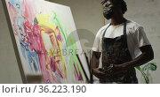African american male artist wearing face mask tying his apron at art studio. Стоковое видео, агентство Wavebreak Media / Фотобанк Лори