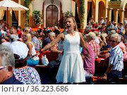 Stefanie Hertel (Saengerin) in der ARD-TV-Show 12. Folge 2018. Стоковое фото, фотограф Zoonar.com/Joachim Hahne / age Fotostock / Фотобанк Лори