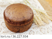 Round homemade yeast-free bread on a napkin. Стоковое фото, фотограф Galina Barbieri / Фотобанк Лори