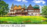 Деревянный дворец Алексея Михайловича в Коломенском в Москве. Редакционное фото, фотограф Baturina Yuliya / Фотобанк Лори