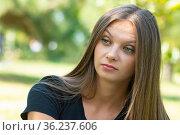 Удивленный и недоуменный взгляд девушки, портрет крупным планом. Стоковое фото, фотограф Иванов Алексей / Фотобанк Лори