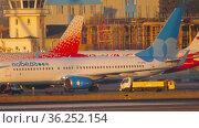 Airplane taxis, morning flight (2020 год). Редакционное видео, видеограф Игорь Жоров / Фотобанк Лори