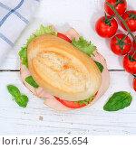 Brötchen Sandwich Baguette belegt mit Schinken Quadrat von oben auf... Стоковое фото, фотограф Zoonar.com/Markus Mainka / easy Fotostock / Фотобанк Лори
