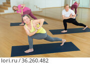 Group lesson on hatha yoga in studio. Стоковое фото, фотограф Яков Филимонов / Фотобанк Лори