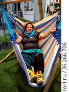 Einfach einmal die Beine von sich strecken und in der Hängematte ... Стоковое фото, фотограф Zoonar.com/johapress / age Fotostock / Фотобанк Лори
