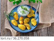 Vegetarisches Gericht: Kleine mit Olivenöl und Gewürzen gebackene... Стоковое фото, фотограф Zoonar.com/Karl Allgäuer / easy Fotostock / Фотобанк Лори