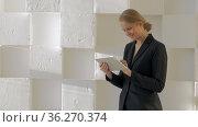 Businesswoman with tablet computer indoor. Стоковое фото, фотограф Данил Руденко / Фотобанк Лори