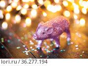 Kleines rosa Schweinchen vor Lichtern, Viel Glueck. Стоковое фото, фотограф Zoonar.com/Barbara Neveu / easy Fotostock / Фотобанк Лори