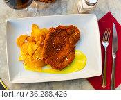 Breaded pork with potato and mustard sauce. Стоковое фото, фотограф Яков Филимонов / Фотобанк Лори