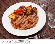 Beef entrecote with vegetables and stewed eggplant. Стоковое фото, фотограф Яков Филимонов / Фотобанк Лори