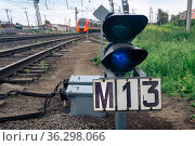 Dwarf railway signal on the railroad switch is shining blue. Стоковое фото, фотограф Евгений Харитонов / Фотобанк Лори