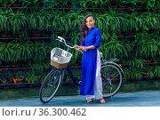 Portrait of young asian woman in traditional vietnamese dress ao dai... Стоковое фото, фотограф Zoonar.com/Svetlana Radayeva / easy Fotostock / Фотобанк Лори