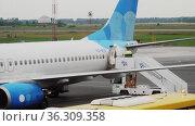 Boeing 737 Airlines Pobeda arrival. Редакционное видео, видеограф Игорь Жоров / Фотобанк Лори