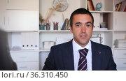 Closeup portrait of successful confident business man on background of blurred office interior. Стоковое видео, видеограф Яков Филимонов / Фотобанк Лори