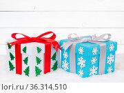 Weihnachtsgeschenke Geschenke schenken Weihnachten Bescherung Holz... Стоковое фото, фотограф Zoonar.com/Markus Mainka / easy Fotostock / Фотобанк Лори