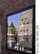 Spiekerhof im Spiegel, Stadt Münster, NRW. Стоковое фото, фотограф Zoonar.com/CGI / age Fotostock / Фотобанк Лори